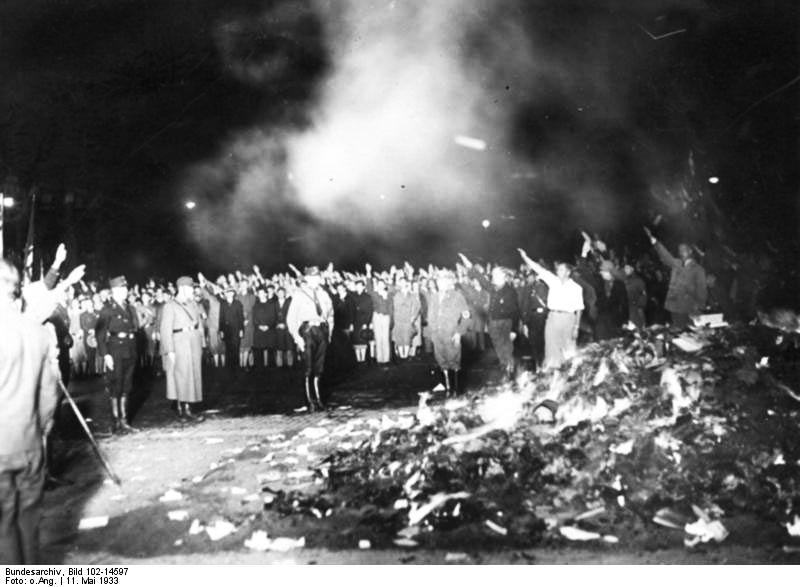 Autodafe-dans-la-nuit-du-11-mai-1933-a-Berlin